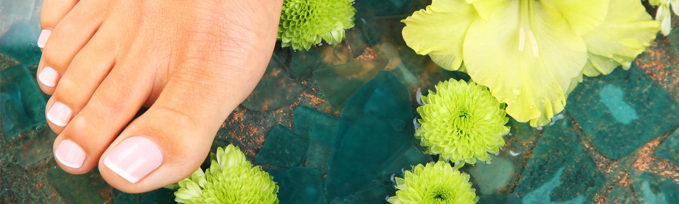 Rimedi di gente di trattamento di un fungo su pelle di mani