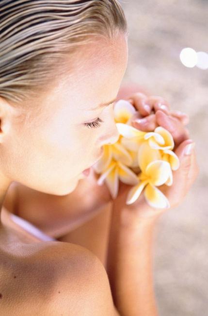 Olio essenziale per capelli in risposte di fotografia di shampoo prima di e poi
