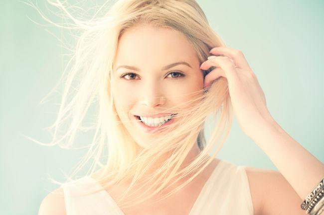 Mezzi per miglioramento di qualità e apparizione di capelli di natura s