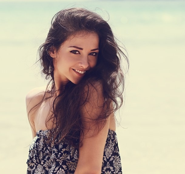 Happy Beautiful Natural Emotion Woman Joying On Blue Sea: Capelli Effetto Mare: Tutti I Segreti
